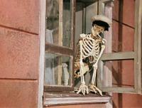 12-стульев-скелет-в-окне.jpg